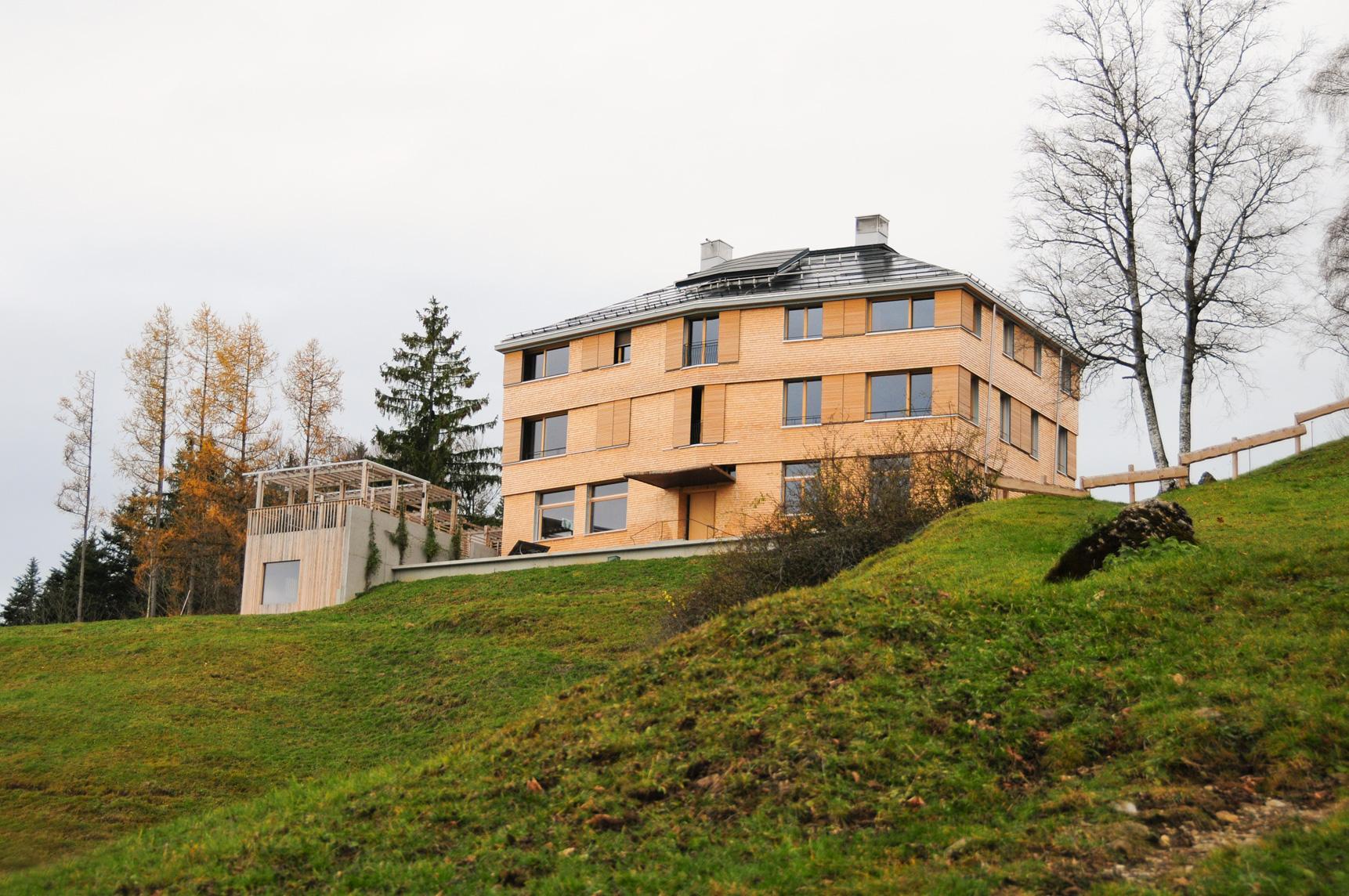 Wunderschönes Schulhaus auf dem Katzenstrick in Einsiedeln im Kanton Schwyz